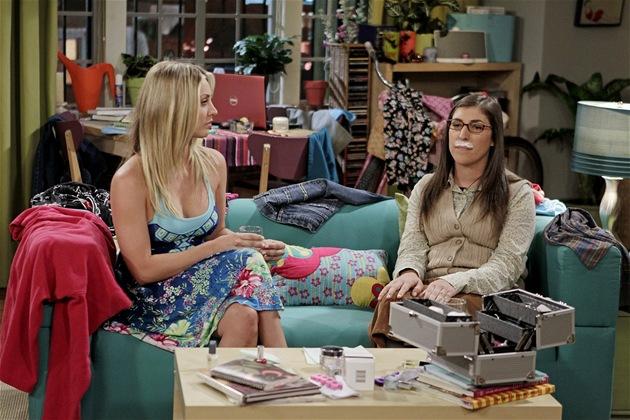Big Bang Theory první díl �esté série. Amy se chystá na rande se Sheldonem.