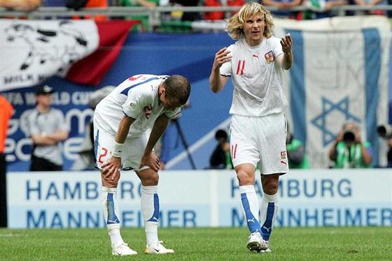 David Rozehnal s Pavlem Nedvědem v průběhu utkání proti Itálii na mistrovství světa v červnu 2006.