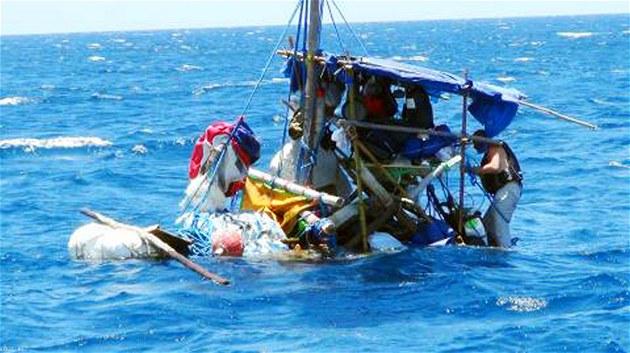 Český turista Martin Psota se pokusil přeplout na voru z Tchaj-wanu do Japonska.