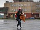 Jedna z prvních cestujících, kteří se svezli z Londýna do Ostravy novou leteckou linkou. (4. června 2013)