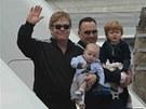 Elton John, David Furnish a jejich synové Zachary a Elijah (30. května 2013)
