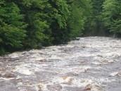 Rozvodn�ná Jizera pod Ko�enovem v Libereckém kraji p�ed 7. hodinou ráno (2.