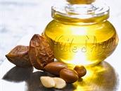 K získání jednoho litru čistého arganového oleje je potřeba 30 kilogramů plodů argánie.