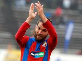 DÍKY! Plzeňský útočník Marek Bakoš děkuje fanouškům za podporu v rozhodujícím utkání proti Hradci Králové.