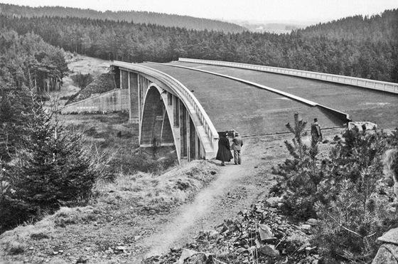 Most přes údolí Želivky (1956)