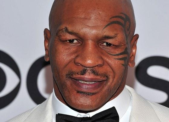 Mike Tyson měl s Naomi Campbell jen krátký flirt. Prozradil to jeho manažer ve své knize o Tysonovi.
