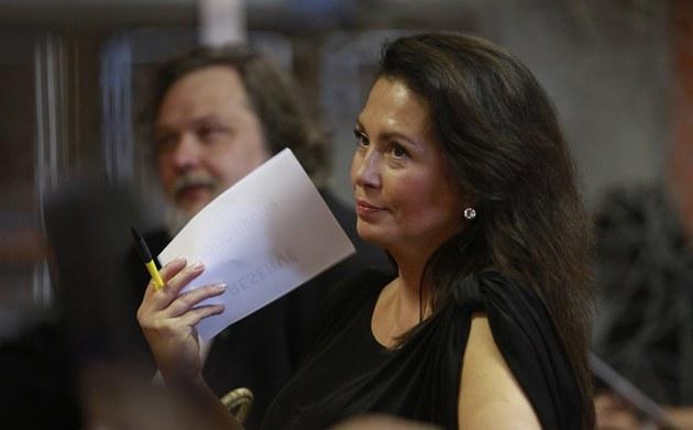 Jana Bobo�íková v pr�b�hu diskusního ve�era pro akci D.O.S.T. (17. �ervna 2013)