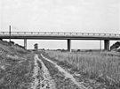 Typický most přes dálnici (1965)