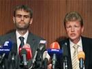 Šéf ÚOOZ Robert Šlachta (vlevo) a šéf olomouckého vrchního státního zastupitelství Ivo Ištvan při tiskové konferenci ke čtvrtečnímu policejnímu zásahu. (14. června 2013)