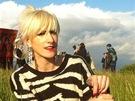 Kl�ra Vytiskov� p�i nat��en� singlu Country Girl projektu KLARA