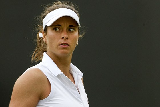 ZAŤATÁ PĚST. Česká tenistka Petra Cetkovská se raduje z povedeného úderu ve 2. kole Wimbledonu.