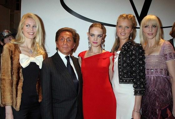 Claudia Schifferová, Valentino, Natalia Vodianová, Eva Herzigová a Nadja Auermannová (2008)