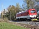 Lokomotiva 109 E (řada 381) při měření elektromagnetického rušení speciálními anténami. Zkouškou se (zjednodušeně řečeno) prokazuje, že lokomotiva v žádném svém pracovním režimu neruší radiový a televizní příjem