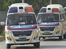 Sanitky přivážejí v neděli do márnice v Islámábádu těla horolezců zabitých pod vrcholem Nanga Parbat.