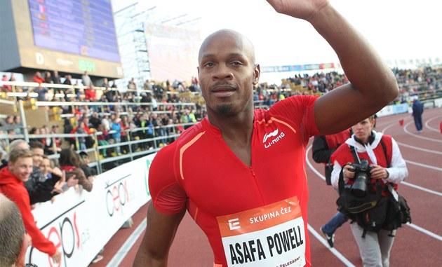 Jamajský sprinter Asafa Powell se raduje z vít�zství v Ostrav�.