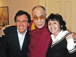 Matěj Mináč a jeho matka Zuzana Mináčová s dalajlamou
