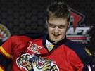 Dvojka draftu hokejov� NHL v roce 2013 Alexandr Barkov obl�k� dres Floridy Panthers.