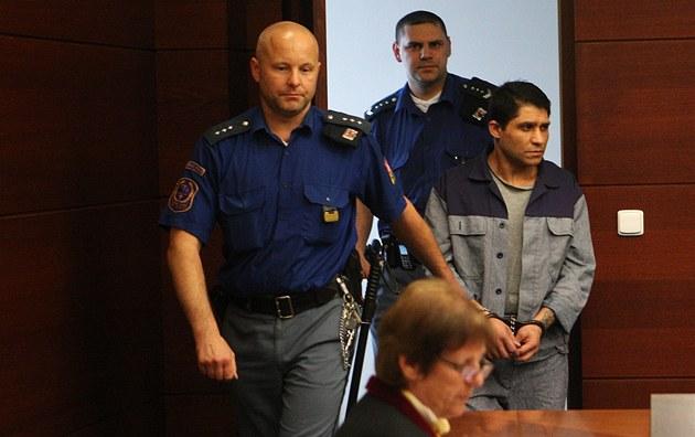 Peteru Kudrá�ovi hrozí za loupe� a vra�du a� 18 let v�zení.