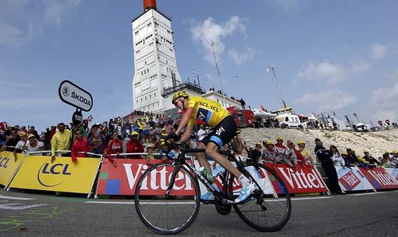 JÍZDA PRO DALŠÍ VÍTĚZSTVÍ. Britský cyklista Chris Froome v závěru 15. etapy Tour de France.