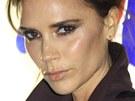 Victoria Beckhamová ví, co se nosí, a tak i její obočí musí být trendy.