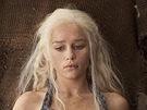 Emilia Clarkeová v seriálu Hra o trůny