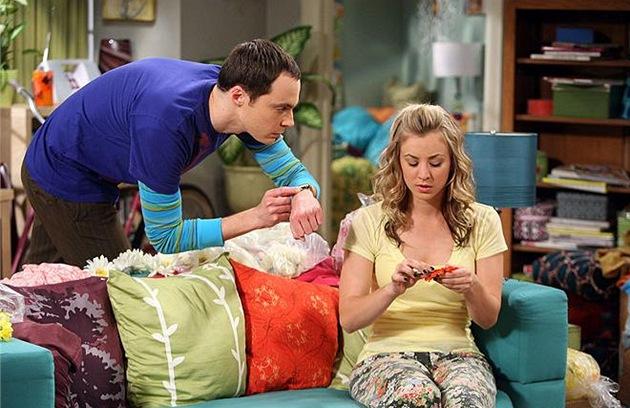 Jim Parsons jako Sheldon Cooper v seriálu Teorie velkého t�esku