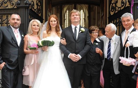Josefína Nesvadbová s manželem Michalem Vaškem a rodinou (10. srpna 2013)