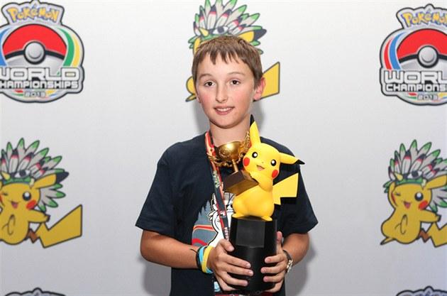 Vítez Ondřej Kujal s cenou pro mistra světa v kategorii Junior.