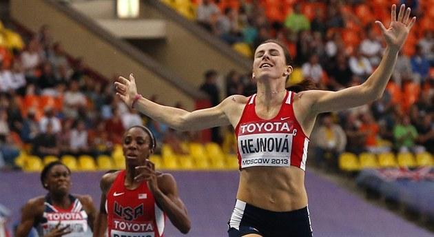 DOKÁZALA TO. Zuzana Hejnová na MS v Moskv� vít�zí v závod� na 400 metr�...