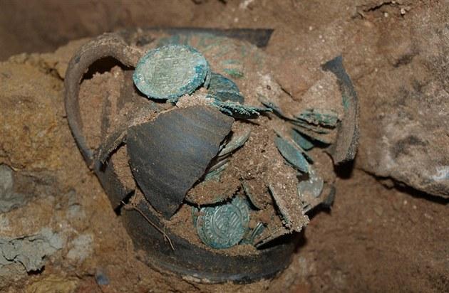 Nález pokladu z kostela v Bošilci ze 17. století