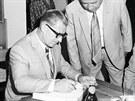 V roce 1982 se předseda vlády Lubomír Štrougal podepsal do pamětní knihy českobudějovického výstaviště.