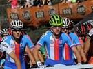 ČESKÉ TRIO. Bikeři Kulhavý, Cink, Škarnitzl (zleva) čekají na start mistrovství světa v jihoafrickém Pietermaritzburgu.