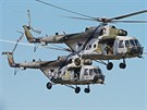 Dvojice MI 171 při simulaci záchrany katapultovaného pilota. (CIAF 2013)