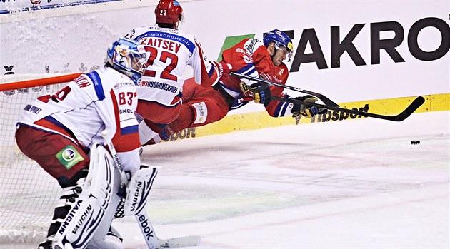 V PÁDU. Také v ned�li proti Rusku na záv�r �eských hokejových her se...