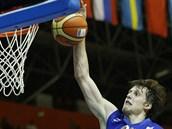 �eský basketbalista Jan Veselý sme�uje do polského ko�e.