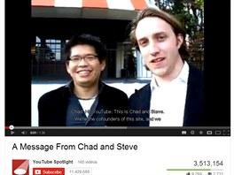 V roce 2006 Google ozn�mil svou mo�n� nejzn�m�j�� akvizici, koupil videoserver YouTube za 1,65 miliardy dolar� (v akci�ch). Na sn�mku je video, kde zakladatel� Chad Hurley a Steve Chen oznamuj� tuto novinu fanou�k�m a t�ko skr�vaj� radost.