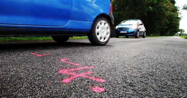 Nehoda i následné napadení se odehrály asi kilometr od Obory u Chomutic na...