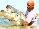 Roman Matula již řadu let provádí po španělské řece Ebro české rybáře. Za ta dlouhá léta chytání na Mekce sumcařů z celé Evropy ulovil velké množství sumců, kteří přesahovali magickou hranici dvou metrů. Na jeden takový lov rybích gigantů vás teď vezmeme.