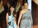 Zooey Deschanelov� a jej� sestra Emily na Emmy Awards (Los Angeles, 22. z��� 2013)
