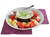 Na dopoledn� sva�inu je ide�ln� polotu�n� b�l� jogurt s ovocem. Energetick� hodnota tohoto j�dla je p�ibli�n� (200 kcal/810 kJ) - 100 g ovoce, 200 g b�l�ho polotu�n�ho jogurtu.