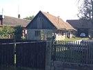 Stavení v Záhornicích na Nymbursku, kde policisté ve stodole objevili dvě mrtvá těla (1.10.2013)