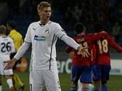 Plze�sk� stoper V�clav Proch�zka se div� pot�, co brank�� Mat� Koz��ikl pustil do s�t� �ezn�kovu malou dom�. Utk�n� Ligy mistr� na CSKA Moskva tak Plze� prohr�la 2:3.