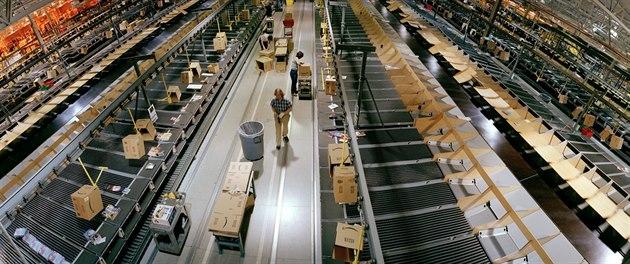 Ob�í sklad spole�nosti Amazon v USA. Dva podobné vyrostou i v �esku.