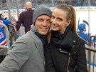 Ester Sátorová s Tomášem Berdychem na hokeji
