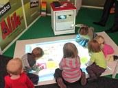 Magic Box, interaktivní podlahový projektor umožňuje společnou práci dětí a to nejen s Hravým učením, novou sekcí dětského webu Alík.cz