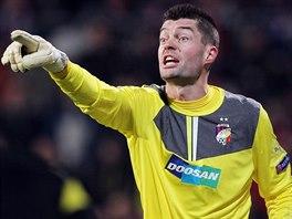 POZOR! Plzeňský brankář Matúš Kozáčik si proti Bayernu počínal skvěle. Perfektně řídil celou obranu a vytáhl řadu výtečných zákroků.