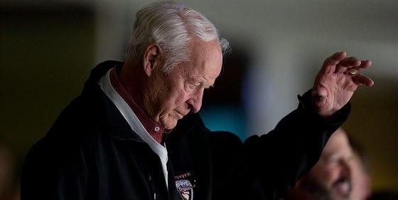 Velkých ovací se dostalo legendárnímu Gordiemu Howeovi, který zavítal na utkání Vancouver - San Jose.