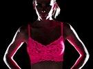 Na první pohled žhavé fluorescentní prádlo pro změnu nabízí americká značka Cosabella. Kolekce Never Say Never se prý hodí na party (třeba pod bílé tričko) i jako neobvyklé překvapení pro partnera.