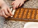 Na karamel pat�� v origin�ln� ty�ince Snickers ara��dov� nug�t, my pou�ijeme nachystan� tureck� med s o��ky