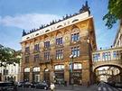 Živnobanka - Hlavní průčelí budovy vedlo do ulice Na Příkopě a jeho výzdoby se účastnili nejlepší umělci té doby.